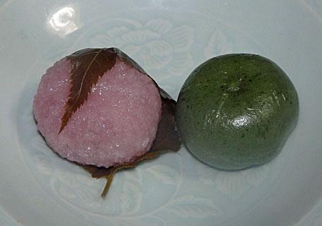 桜餅と草団子