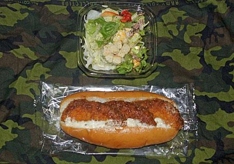 コロッケパンとサラダ